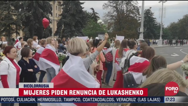 mujeres piden renuncia de lukashenko