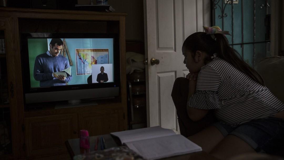 Pandemia obliga a padres trabajadores dejar a hijos solos en casa en regreso a clases
