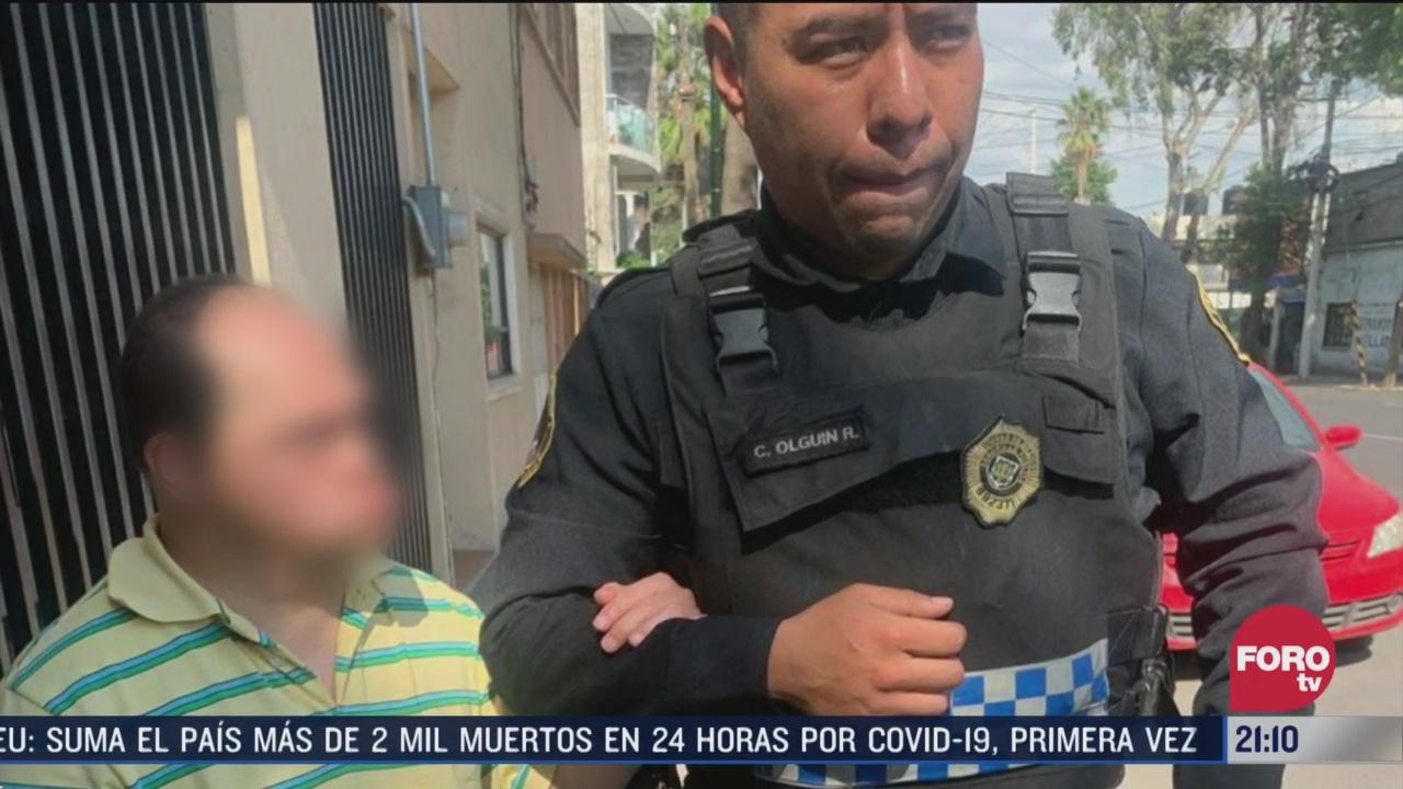 policia ayuda a hombre con sindrome de down a volver a su casa