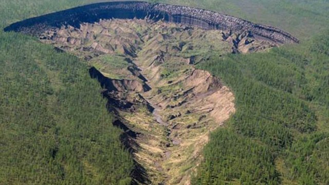 La Puerta del Infierno, o el cráter de Batagaika, ubicado en Sibieria Rusia, no para de crecer y los científicos explican las razones