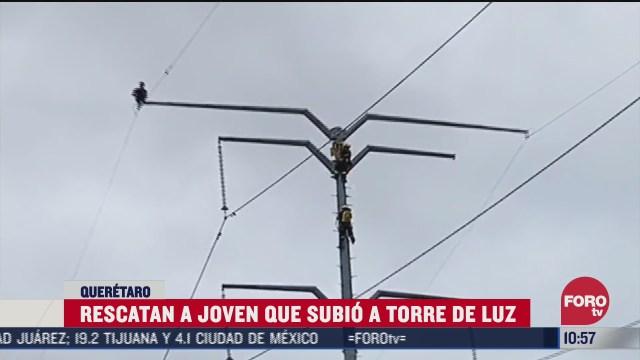 rescatan a joven que subio a torre electrica para suicidarse en queretaro