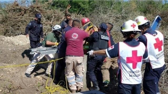 Rescatan-a-hombre-que-cayó-a-una-noria-en-Linares-NL