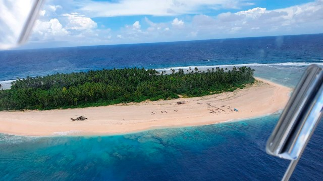 Un mensaje de SOS en la arena ayudó a rescate de 3 hombres en playa