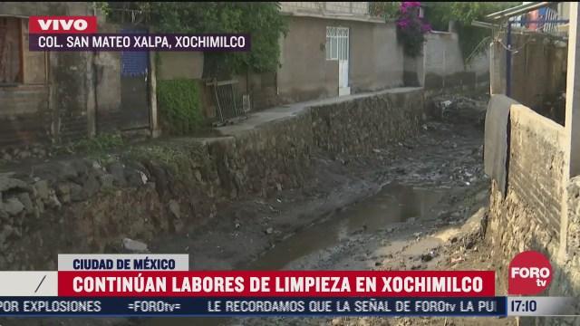 siguen trabajos de limpieza por deslave en colonia de xochimilco