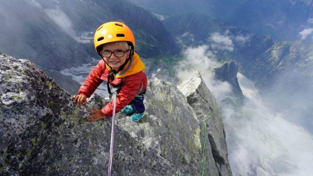 Niño de 3, la persona más joven en subir montaña Piz Badile