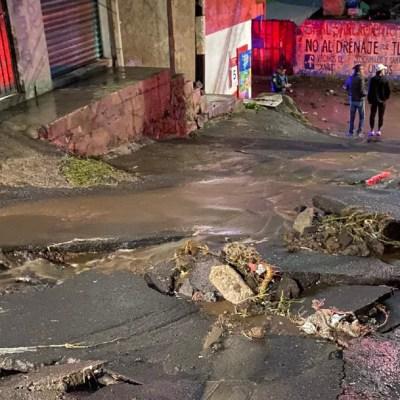 Lluvias desbordan el Río Santiago en Xochimilco; reportan derrumbes, socavones e inundaciones