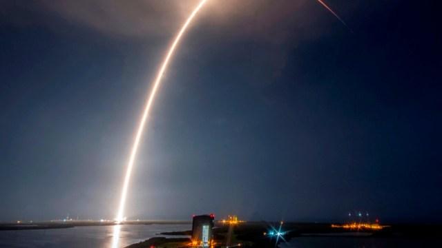 SpaceX pone en el espacio otros 58 satélites para su red de internet