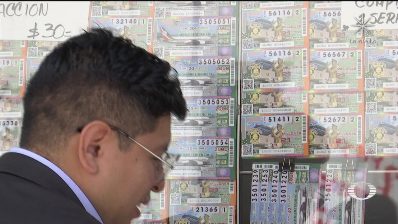 trabajadores del infonavit denuncian presion para adquirir cachitos de rifa del avion