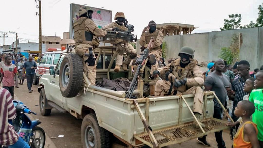 Tropas recorren las calles de Bamako, en Mali