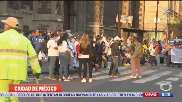 Manifestantes protestan en Zócalo de la Ciudad de México