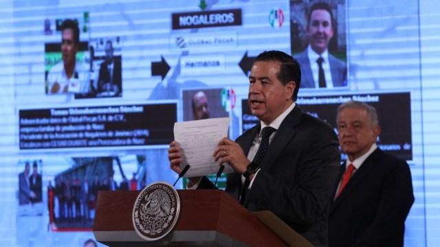 Ricardo Mejía Berdeja y Andrés Manuel López Obrador durante la cobfernecia de prensa sobre el conflicto del agua en Chihuahua