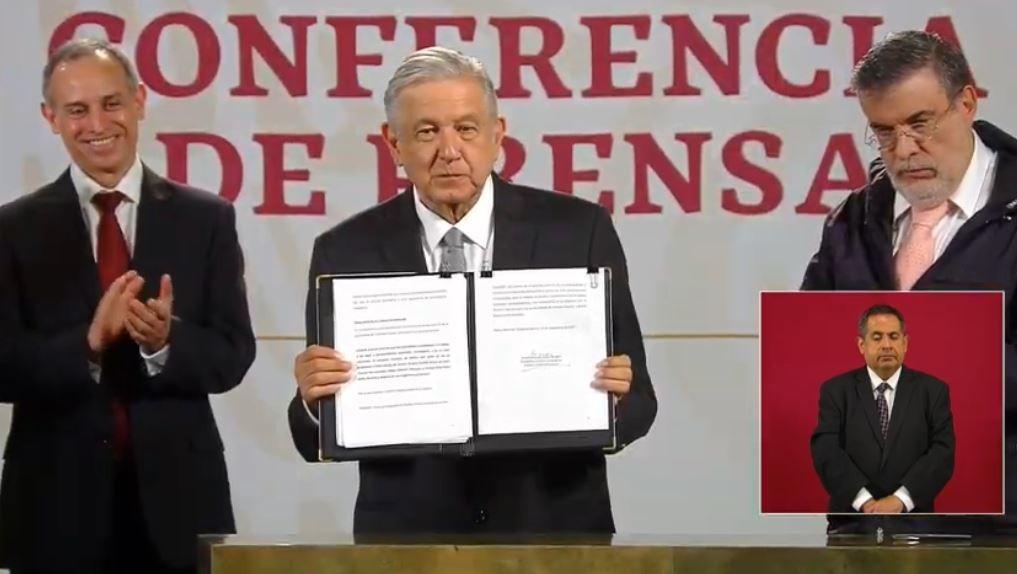 amlo firma solicutud para enjuiciar a expresidentes