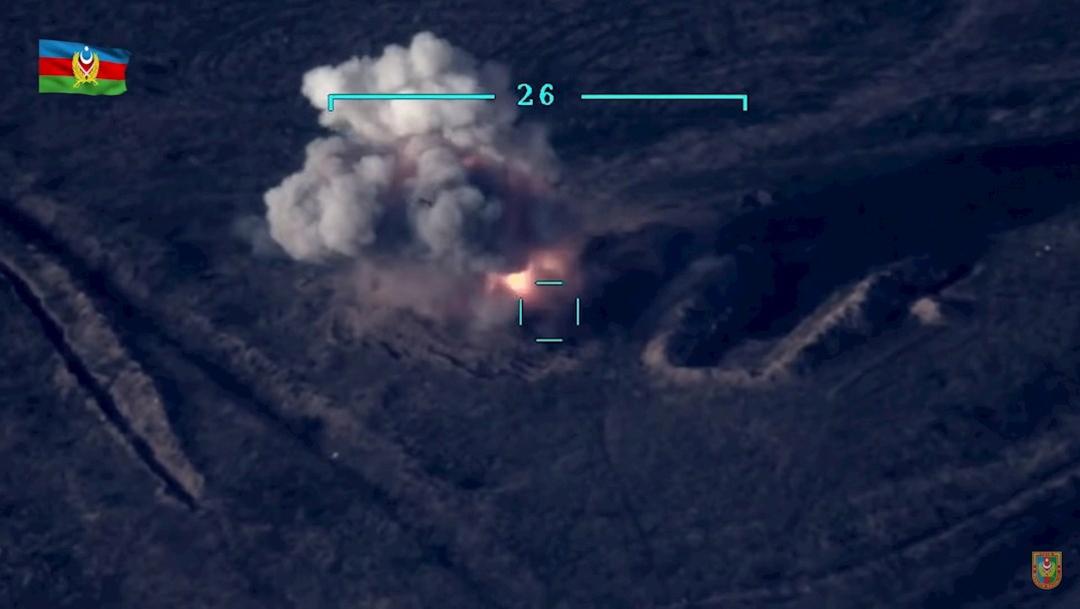 Un tanque armenio es destruido por el ejército de Azerbaiyán