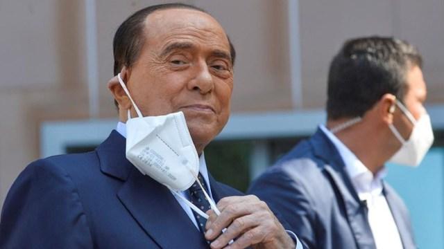 Berlusconi sale del hospital tras COVID-19; dice que esta vez también la libró