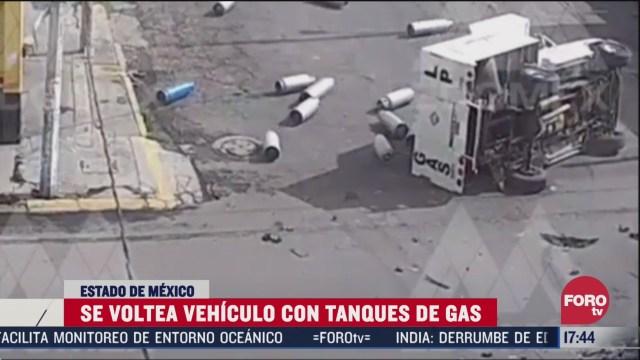 camioneta llena con tanques de gas se voltea en nezahualcoyotl