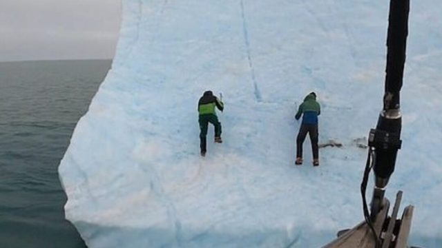 Video: iceberg se volteó sobre dos exploradores