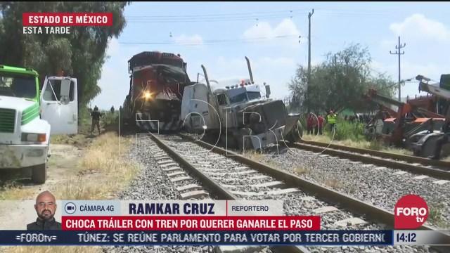 choca trailer por querer ganarle el paso al tren en el estado de mexico