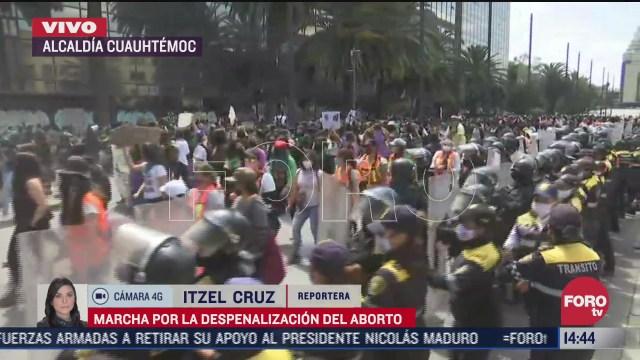 cientos de mujeres marchan por la despenalizacion del aborto