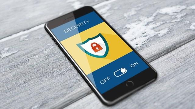 Hay maneras para poder prevenir y detectar este tipo de ataques que tiene por objetivo el espiar a una persona