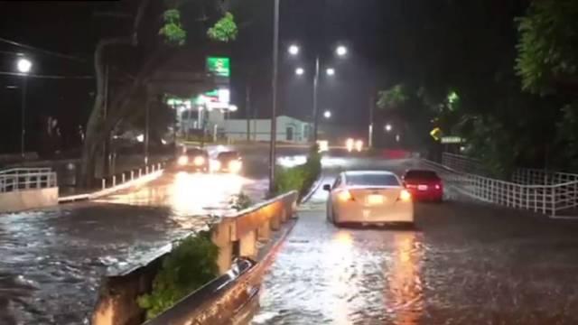 La Depresión Tropical 17-E provocó el desbordamiento de varios arroyos en Colima, sin embargo, la Conagua señala que el fenómeno se alejará del país
