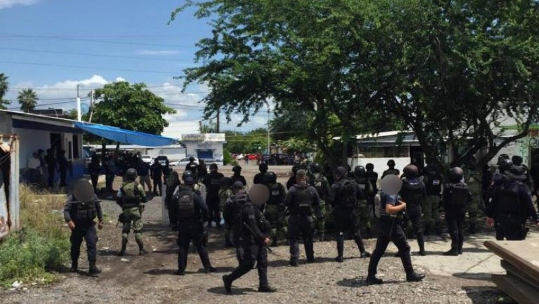Desalojan a integrantes de la CNTE que bloqueaban vías férreas en Michoacán.