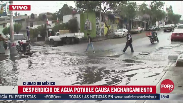 desperdicio de agua potable causa encharcamiento en lomas de padierna
