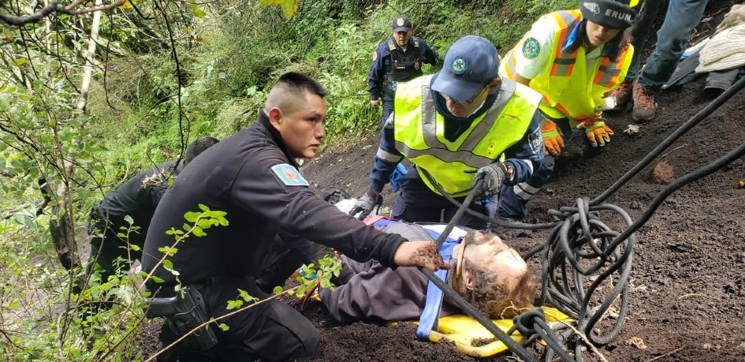 Rescatan-a-hombre-que-cayó-al-volcán-Xitle-en-Tlalpan