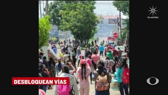 maestros de la cnte y normalistas se enfrentan con la guardia nacional en uruapan