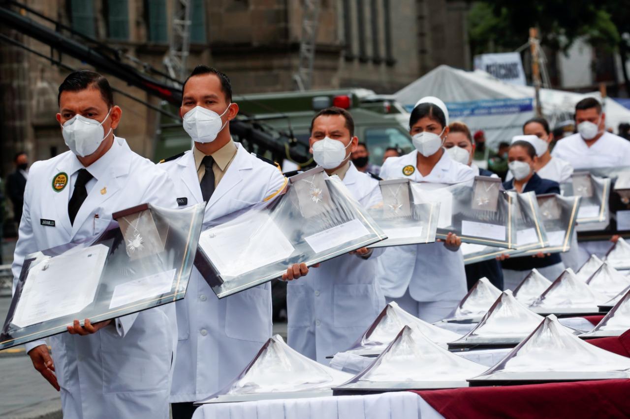 medicos en desfile reuters