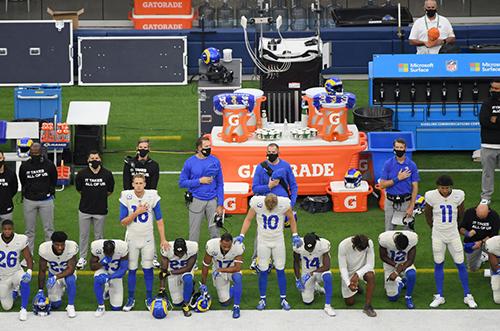 La temporada 2020 de la NFL está dividida entre permitir que los jugadores protesten por el racismo o buscar que los ratings no bajen
