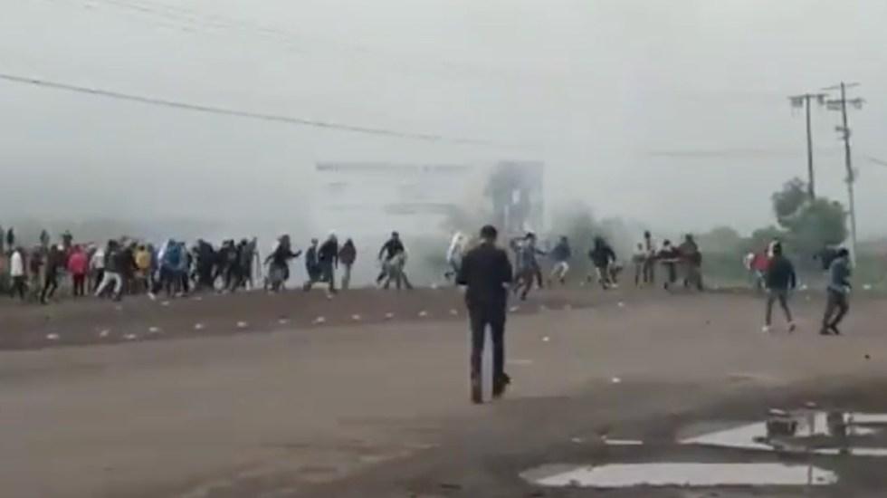 normalistas se enfrentan en tiripetio-michoacan con policias