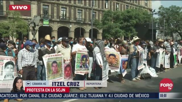 padres de los normalistas de ayotzinapa llegan a la scjn