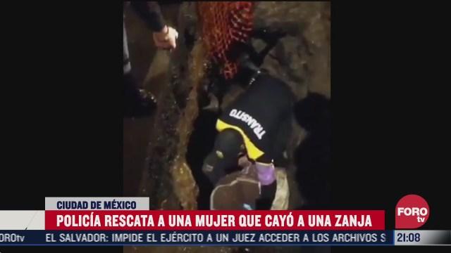 policía de la CDMX narra cómo salvó a una mujer que cayó en una zanja