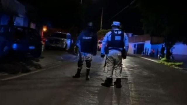 Policías acuden a lugar de ataque en Cuernavaca