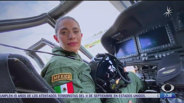 primera mujer en volar un helicoptero de combate