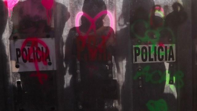 Presentan-video-de-agresión-de-feministas-contra-policías