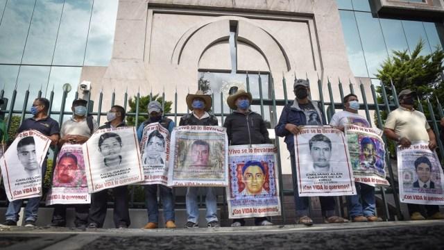 Padres-de-normalistas-desaparecidos-protestan-en-el-CJF