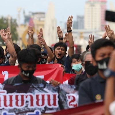 Miles de personas se manifiestan en Bangkok para pedir reformas democráticas