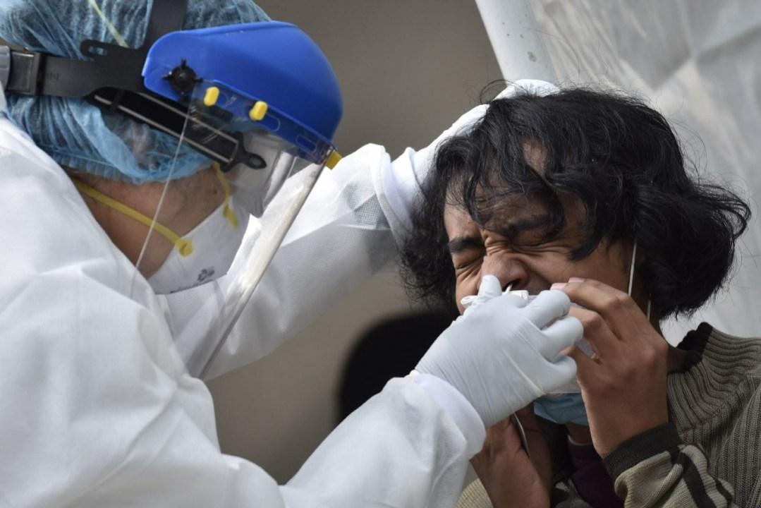 En la última jornada se reportaron más de 304 mil casos en el mundo, así como 5 mil muertes por COVID-19