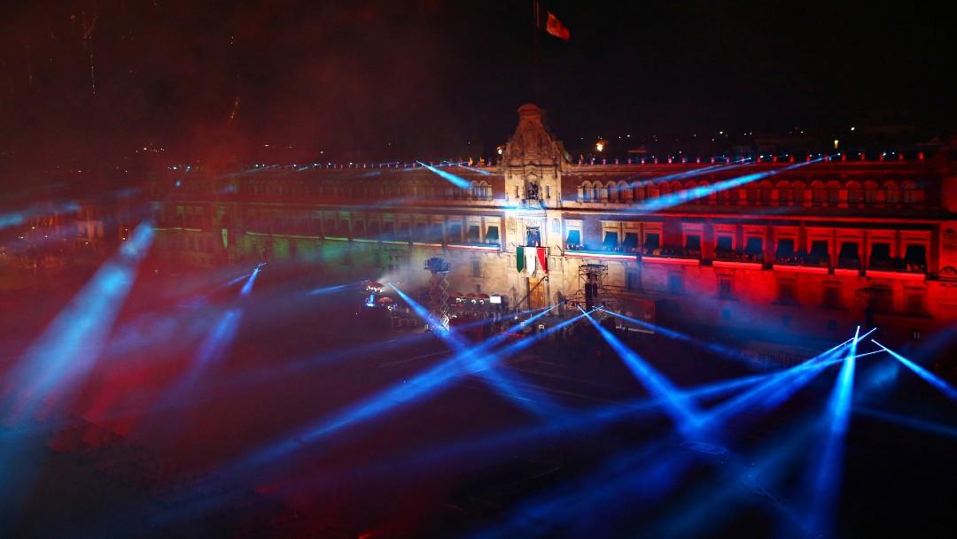 Tras la ceremonia del Grito de Independencia, se pudo apreciar el show de luces y pirotecnia, en el Zócalo capitalino