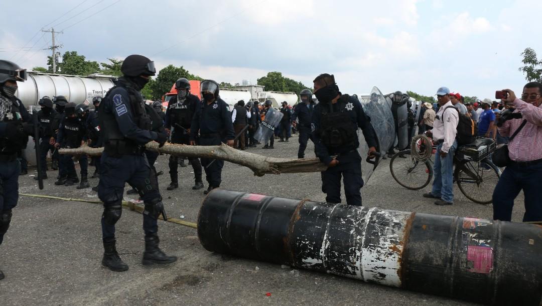 Afectados por lluvias en Tabasco bloquean carreteras a falta de apoyo del Gobierno