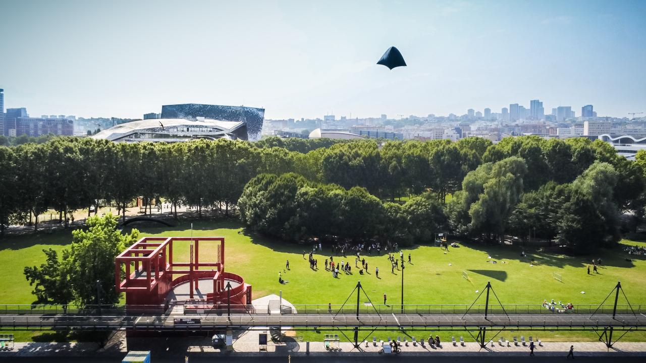 Imagen de un parque y una ciudad