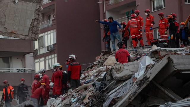 Aumenta a 44 el número de muertos en Turquía tras terremoto