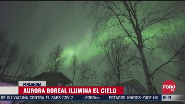 aurora boreal ilumina el cielo de finlandia