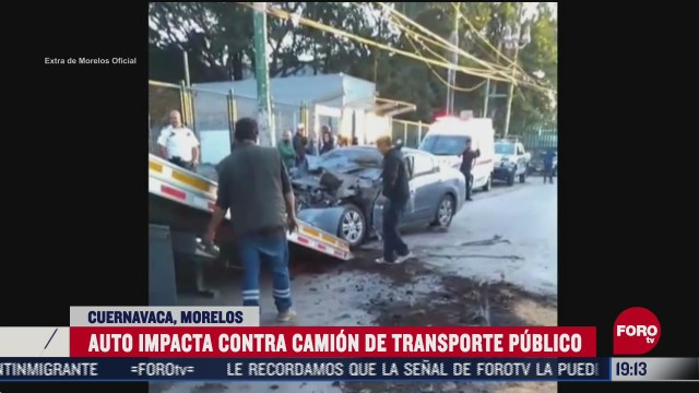 auto choca con transporte publico en cuernavaca
