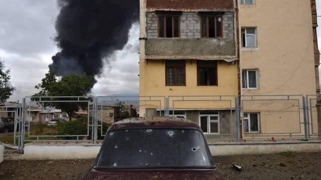 Testigos del conflicto entre Armenia y Azerbaiyán aseguran que los bombardeos entre ambas milicias apuntan a civiles