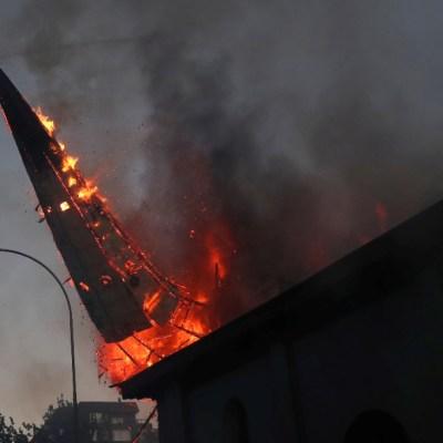 Video: Cúpula de la iglesia de la Asunción se derrumba en Chile tras protestas