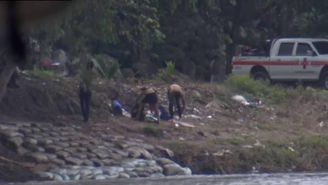 Agentes del Instituto Nacional de Migración montaron operativos para impedir el paso por Chiapas de una caravana de migrantes