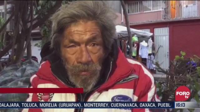 desalojan a hombre de la tercera edad de su casa y ahora vive en la calle