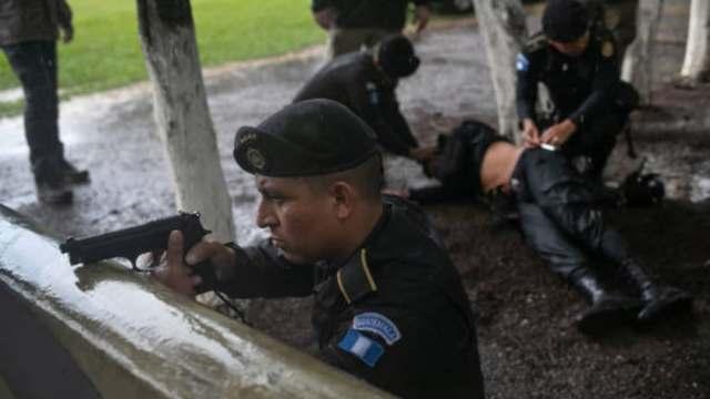 Desalojo en Guatemala deja tres policías heridos y un campesino muerto
